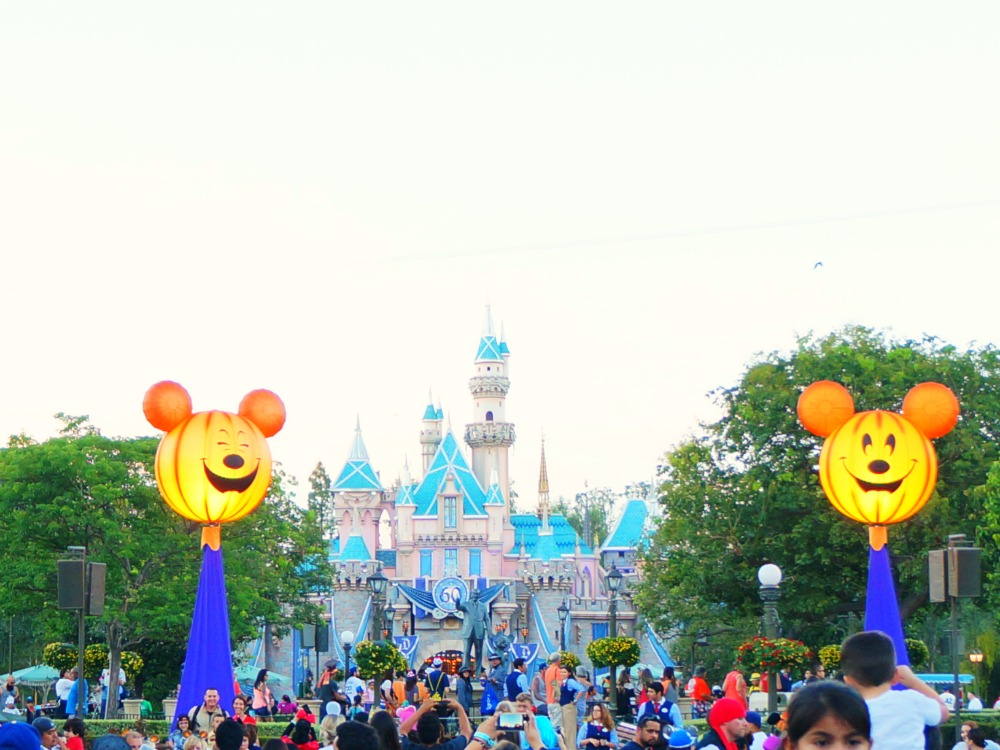 Mickey's Halloween Party and castle