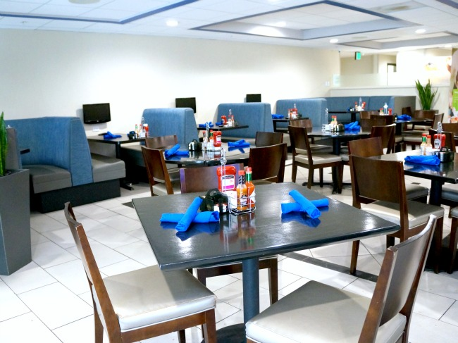 Dining area at Holiday Inn