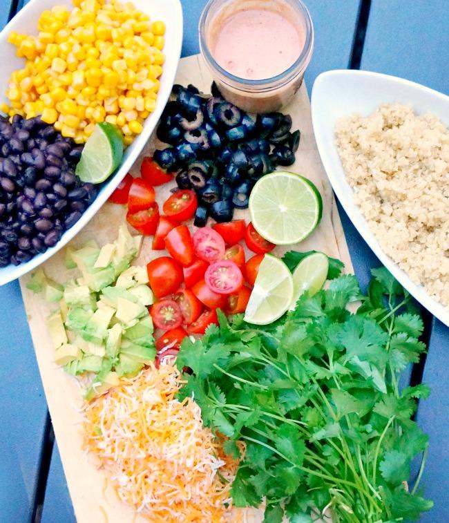 What to put in a burrito bowl // livingmividaloca.com