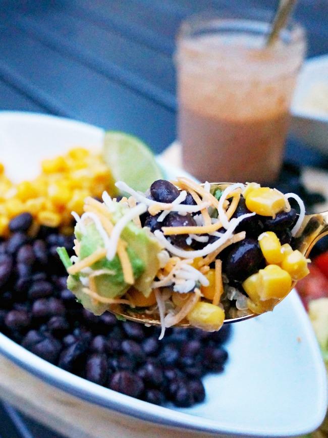 Burrito bowl with vegetables recipe // livingmividaloca.com