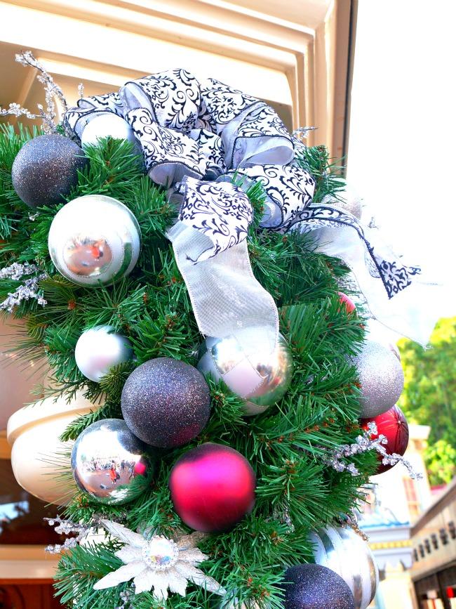 Christmas ornaments at Disneyland // LivingMiVidaLoca.com