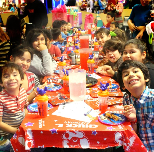 Chuck E. Cheese Party : What You Need To Know Before You Book