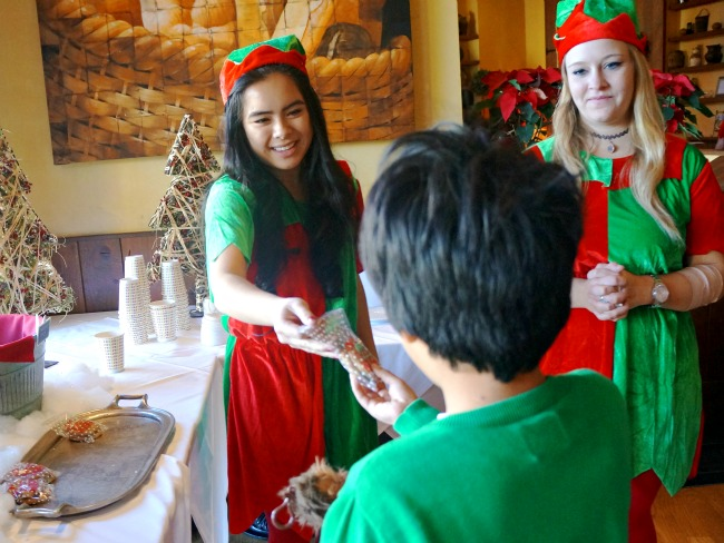 Breakfast with Santa in Orange County | LivingMiVidaLoca.com | #livingmividaloca #breakfastwithsanta #christmastraditions #downtowndisney