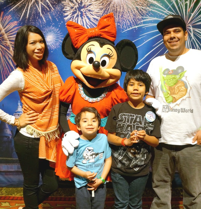 Cordova family with Minnie Mouse // LivingMiVidaLoca.com
