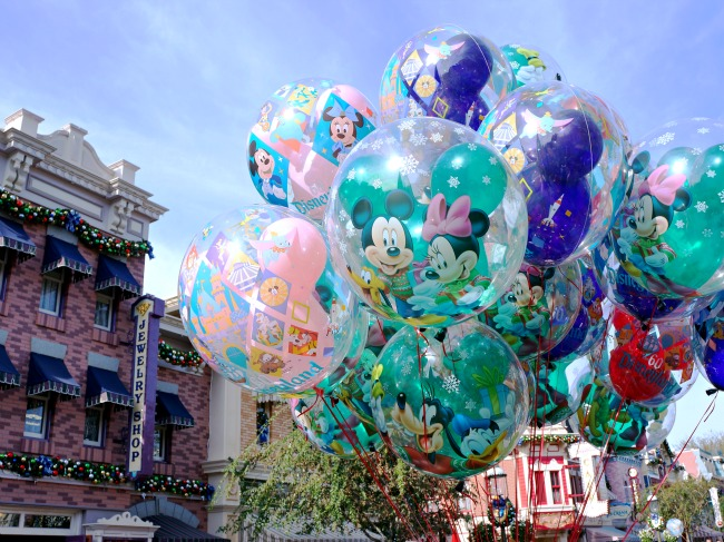 Balloons at Disneyland during Christmas Time // LivingMiVidaLoca.com