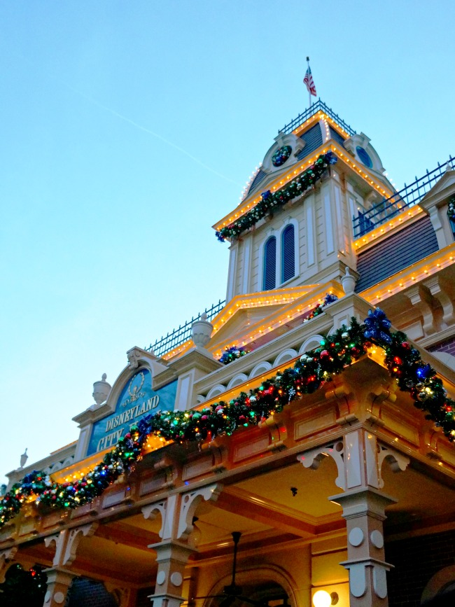 Disneyland City Hall at Christmas Time // LivingMiVidaLoca.com