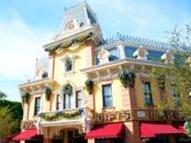 Disneyland Main St. // LivingMiVidaLoca.com