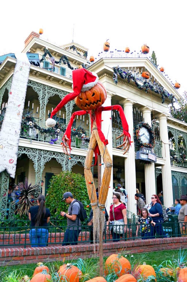 Haunted Mansion at Christmas Time // LivingMiVidaLoca.com