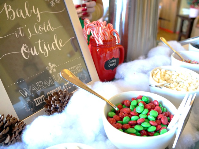 Hot Cocoa toppings | LivingMiVidaLoca.com | #livingmividaloca #breakfastwithsanta #christmastraditions #downtowndisney