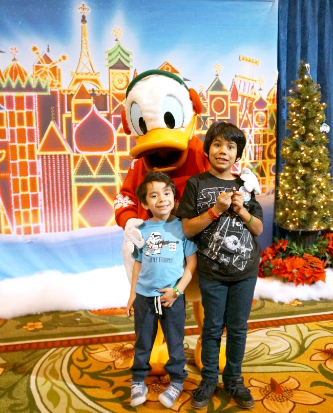 Latino kids with Donald Duck // LivingMiVidaLoca.com