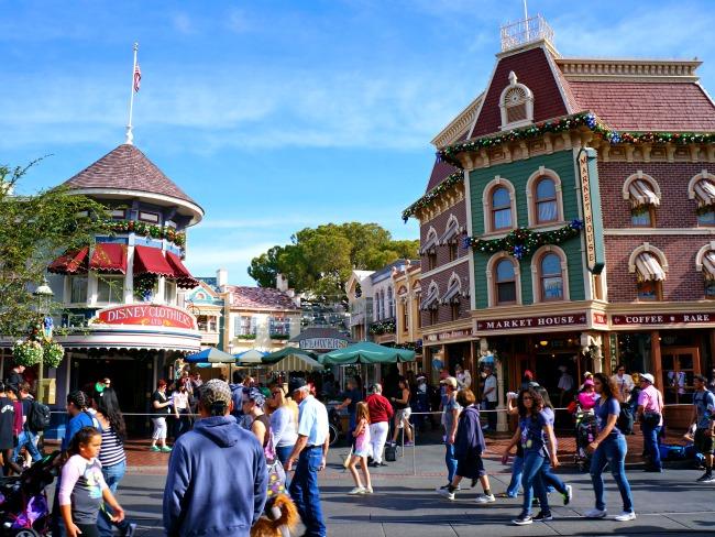 Main Street during Christmas Time // LivingMiVidaLoca.com