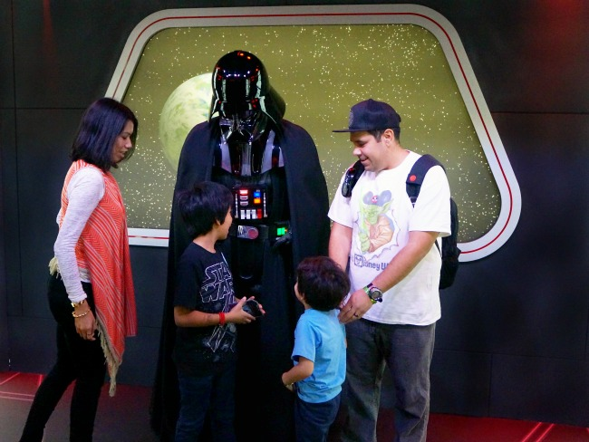 Meeting Darth Vader at Disneyland // LivingMiVidaLoca.com