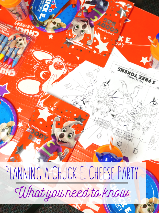 Planning a birthday party at Chuck E Cheese // livingmividaloca.com