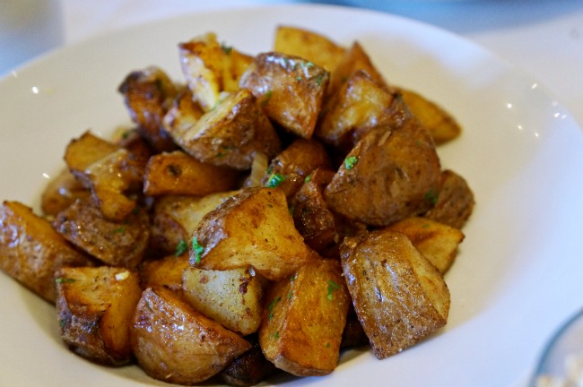 Roasted potatoes with scallions | LivingMiVidaLoca.com | #livingmividaloca #breakfastwithsanta #christmastraditions #downtowndisney