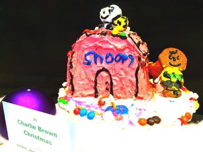 Snoopy Gingerbread house // LivingMiVidaLoca.com