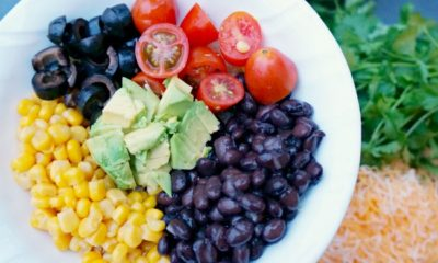 Vegetarian burrito bowl ingredients // livingmividaloca.com