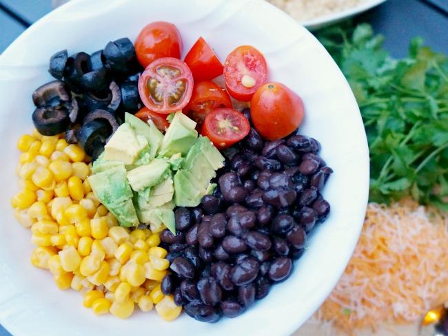 Vegetarian burrito bowl ingredients // livingmividaloca.com