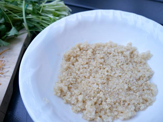 Vegetarian burrito bowl with quinoa // livingmividaloca.com