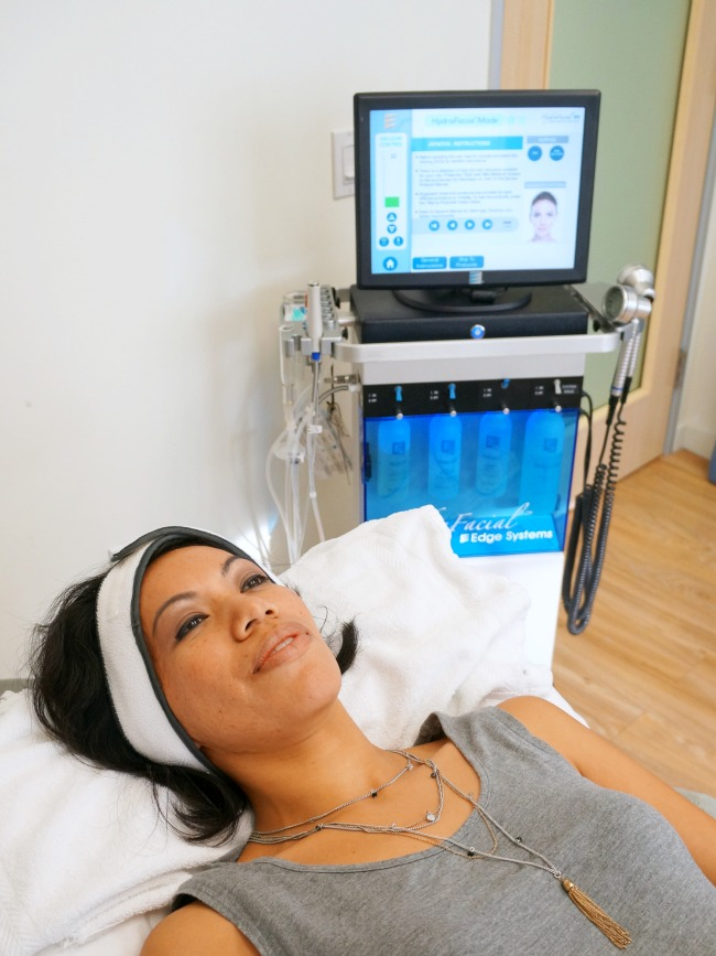What to expect when getting a Hydrafacial // LivingMiVidaLoca.com