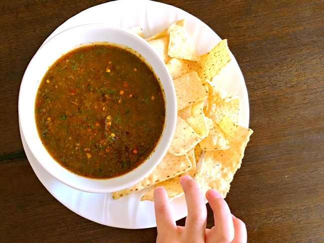 How to make Chile de arbor salsa recipe at home. Great for tacos, burritos and for breakfast. | livingmividaloca.com | #livingmividaloca #childedearbolsalsa #recipes #spicysalsa #salsa #mexicansalsa #diprecipes
