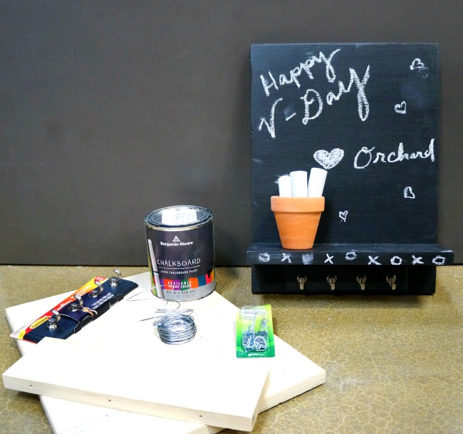 Materials for Chalkboard room decor craft // Chalkboard Wall Hanging‎ // livingmividaloca.com