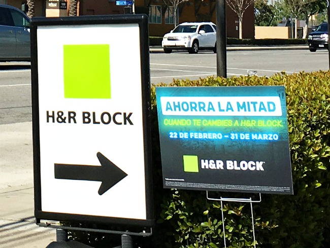 Filing taxes at H&R Block // Choosing a tax professional checklist // LivingMiVidaLoca.com