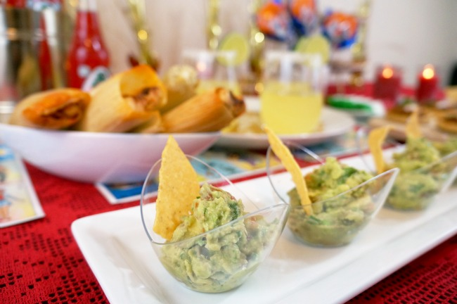 guacamole appetizer in oval bowls // awards viewing party // livingmividaloca.com