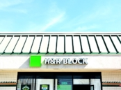 H&R Block office // Choosing a tax professional checklist // LivingMiVidaLoca.com