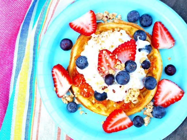 healthy waffle toppings // waffle bar idea // livingmividaloca.com