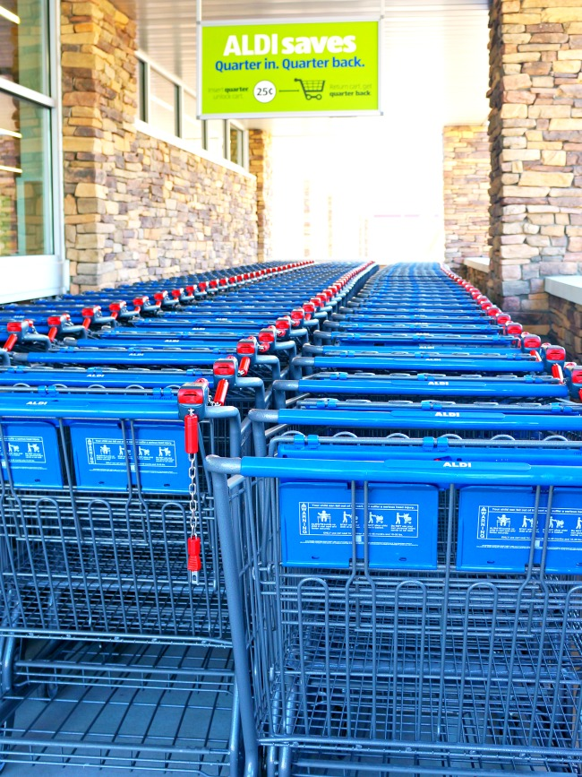 ALDI shopping carts //  ALDI openings in Southern California // LivingMiVidaLoca.com