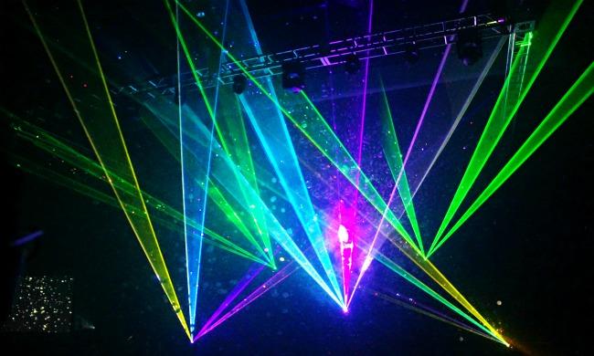 Bubblefest laser show // Bubblefest at Discovery Cube OC // LivingMiVidaLoca.com