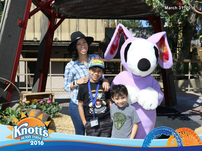 Snoopy in bunny costume at Knott's Berry Farm // FunPix at Knott's Berry Farm // LivingMiVidaLoca.com