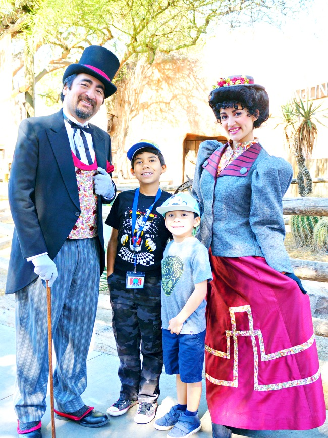 Knott's Ghost Town character picture // FunPix at Knott's Berry Farm // LivingMiVidaLoca.com