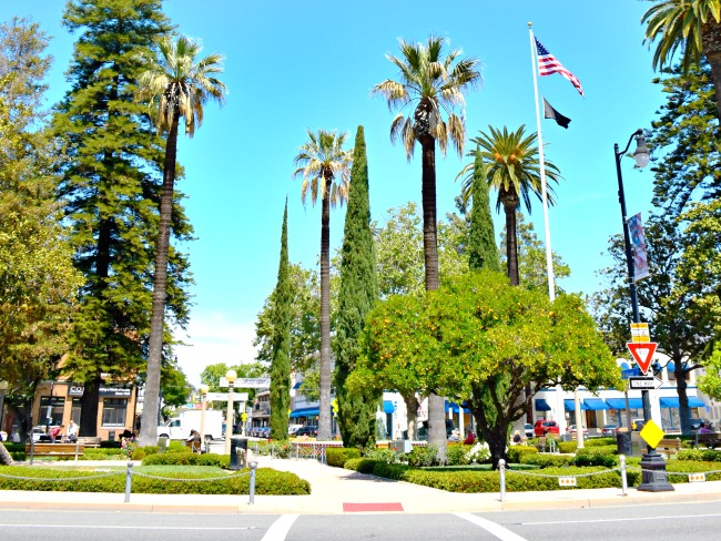 Old towne orange in Orange, California - Afternoon dates with my preschooler - LivingMiVidaLoca.com. Click for more things to do in Anaheim besides Disneyland.