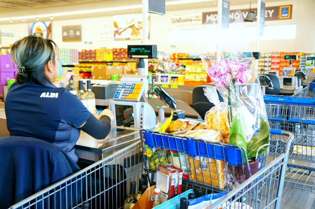 Shopping at ALDI grocery store //  ALDI openings in Southern California // LivingMiVidaLoca.com