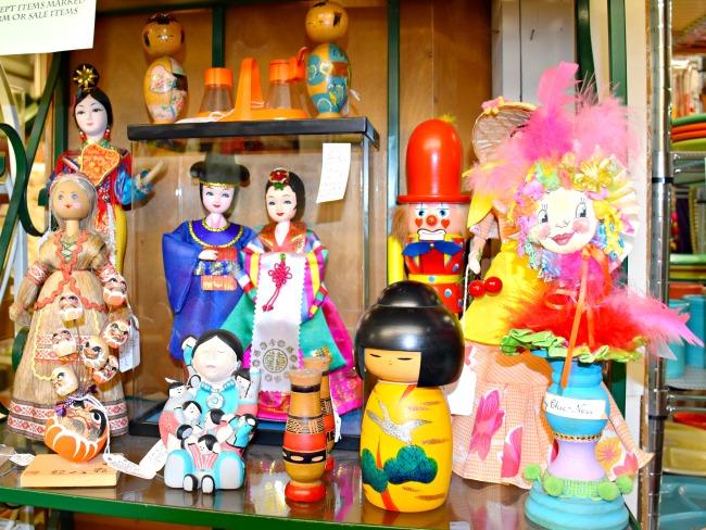 Japanese dolls at thrift store // Afternoon dates with my preschooler // LivingMiVidaLoca.com