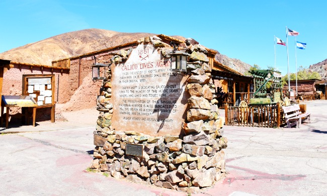 Calico lives again sign - Calico Ghost Town - Living Mi Vida Loca