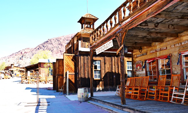 Calico Ghost Town restaurant with vintage rocking chairs - Calico Ghost Town - Living Mi Vida Loca
