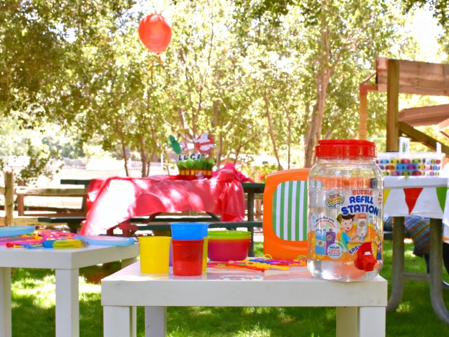 Bubble station - Ghostbuster birthday party - LivingMiVidaLoca.com - #LivingMiVidaLoca #birthdaypartyideas #Ghostbusters