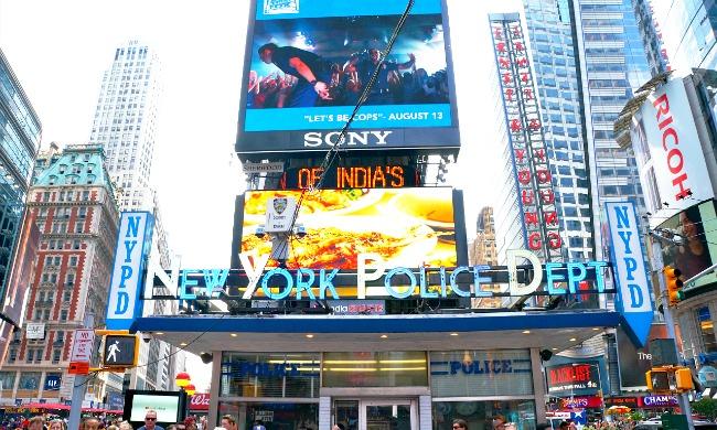 NYPD in Times Square - LivingMiVidaLoca.com
