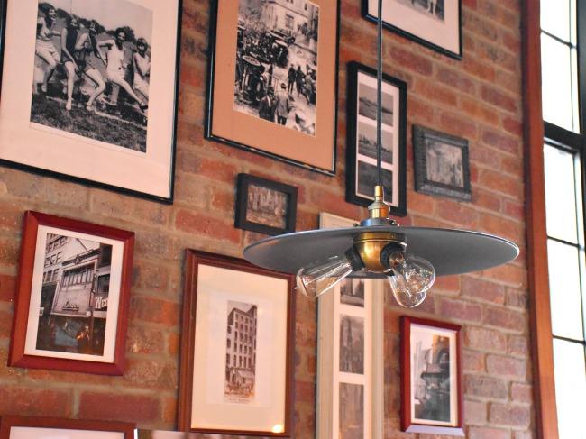 Denny's Diner in Manhattan - LivingMiVidaLoca.com