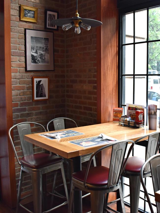 Denny's Diner in New York - LivingMiVidaLoca.com