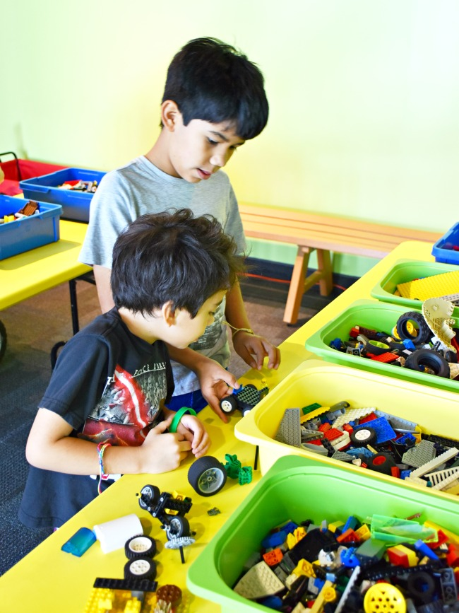 Kids building LEGOs at Discovery Cube Orange County