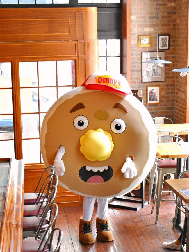 Fluffy pancakes mascot - LivingMiVidaLoca.com