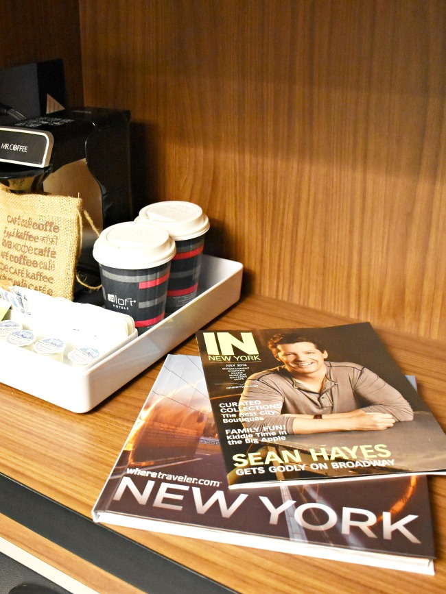hotel room in new york with magazines - LivingMiVidaLoca.com