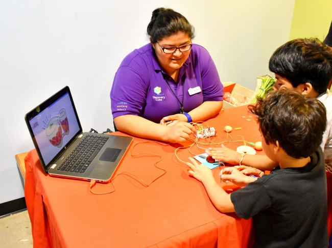 Discovery Cube hosts Inventors Week 2016