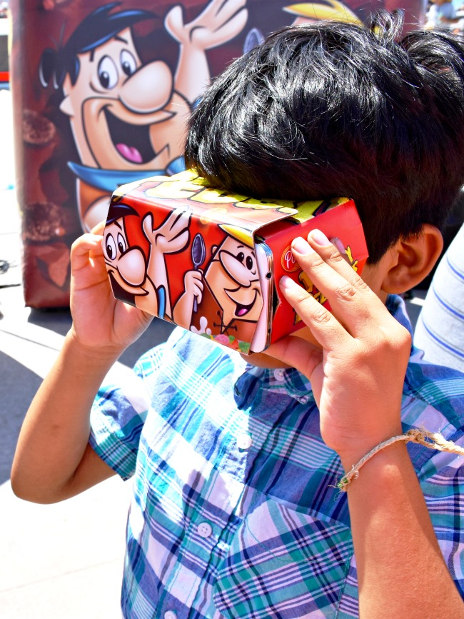kids using virtual reality at pebbles play tour