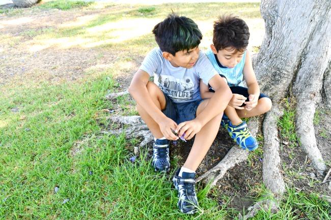 young Latino kids talking at the park - LivingMiVidaLoca.com