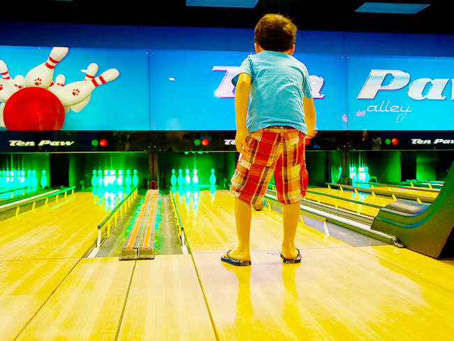great-wolf-lodge-activities-bowling
