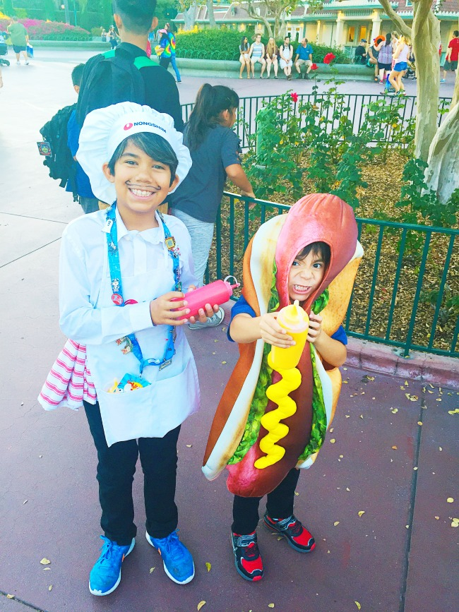 Hot dog and chef couples costume - Livingmividaloca.com